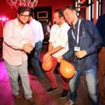 Emiel, Dennis en Cornips swingend op de dansvloer.