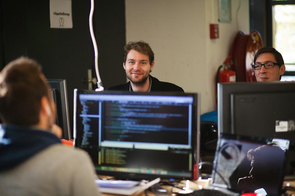 Romano van der Zwet en Dennis van Dam API hacken en design voor team Skylark, AppsForEnergy - Hackaton.
