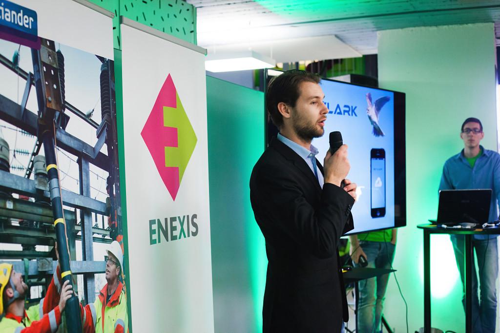Romano van der Zwet presenteert de Skylark App aan de jury, AppsForEnergy - Hackaton.