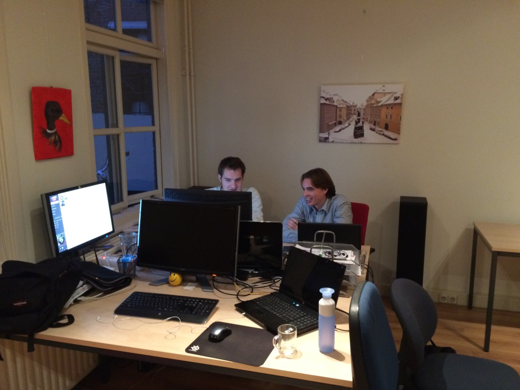 Michel Bakker en Michiel Joling werkend aan BnB